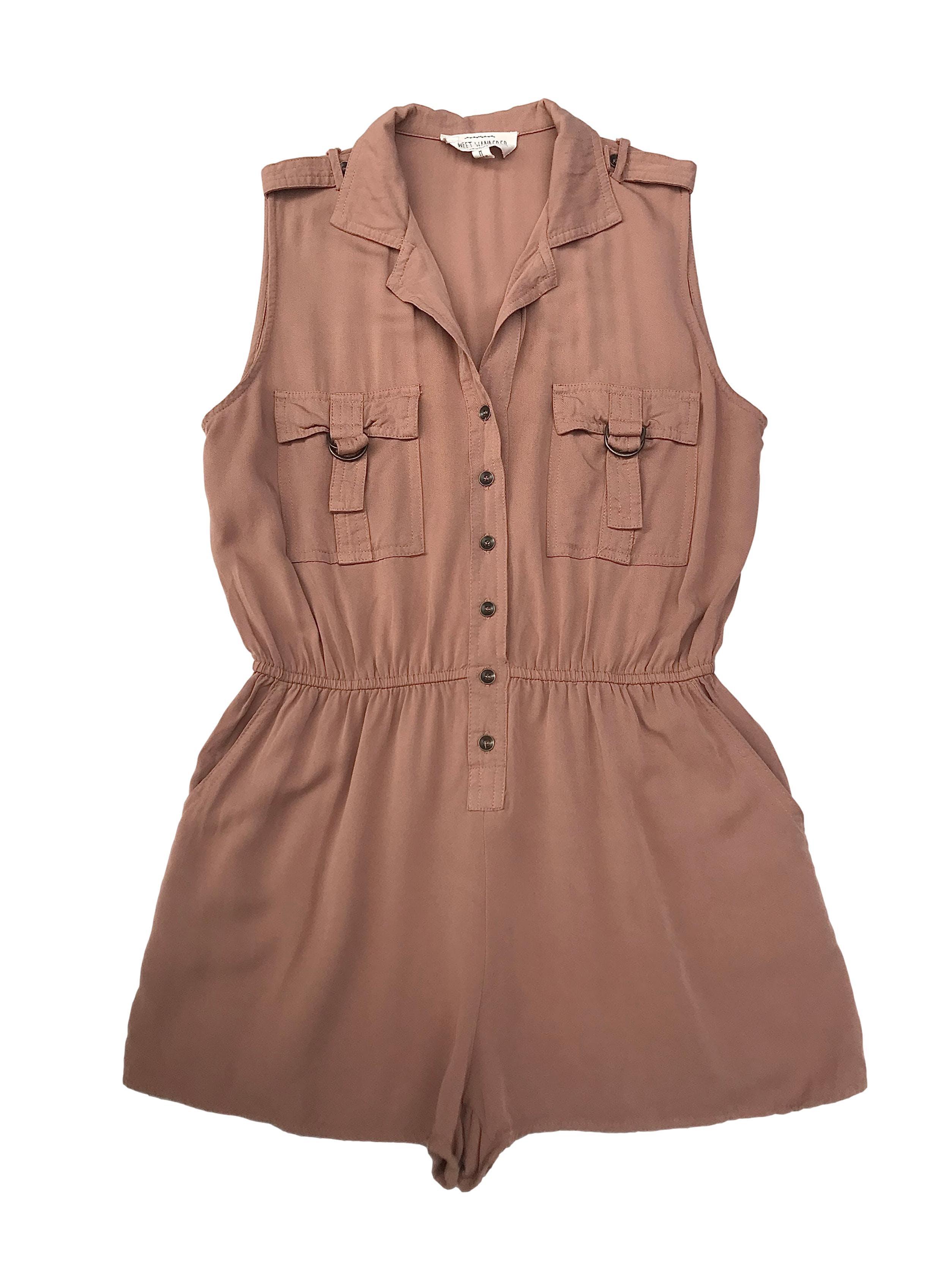 Enterizo short Sweet Wanderer color camel con elástico en la cintura y bolsillos laterales, botones al centro. Largo 70cm Busto 100cm