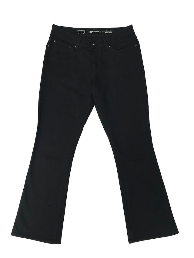 Pantalón jean Levi´s bold curve, mid rise, bootcut skinny. Tiro medio, ligeramente stretch y semicampana. Cintura 75cm Largo 95cm foto 1