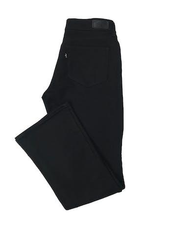 Pantalón jean Levi´s bold curve, mid rise, bootcut skinny. Tiro medio, ligeramente stretch y semicampana. Cintura 75cm Largo 95cm foto 2