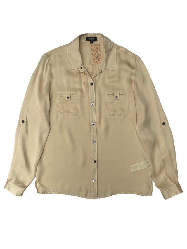 Blusa Zendra de El Corte Inglés, 100% seda dorada, modelo camisero con bolsillos en el pecho y mangas regulables con botón. foto 1