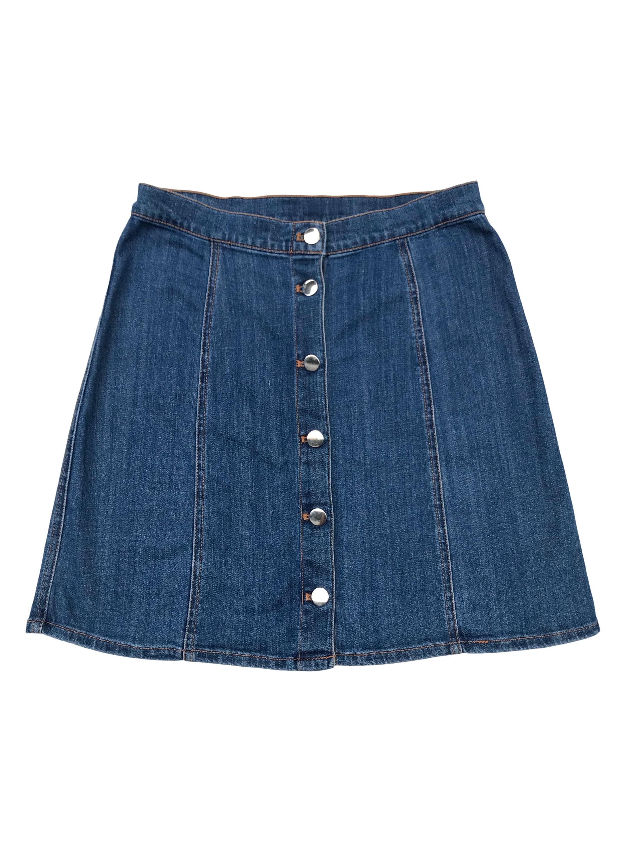 Falda de jean H&M con botones delanteros, corte A. Cintura: 72 cm, largo: 45 cm.