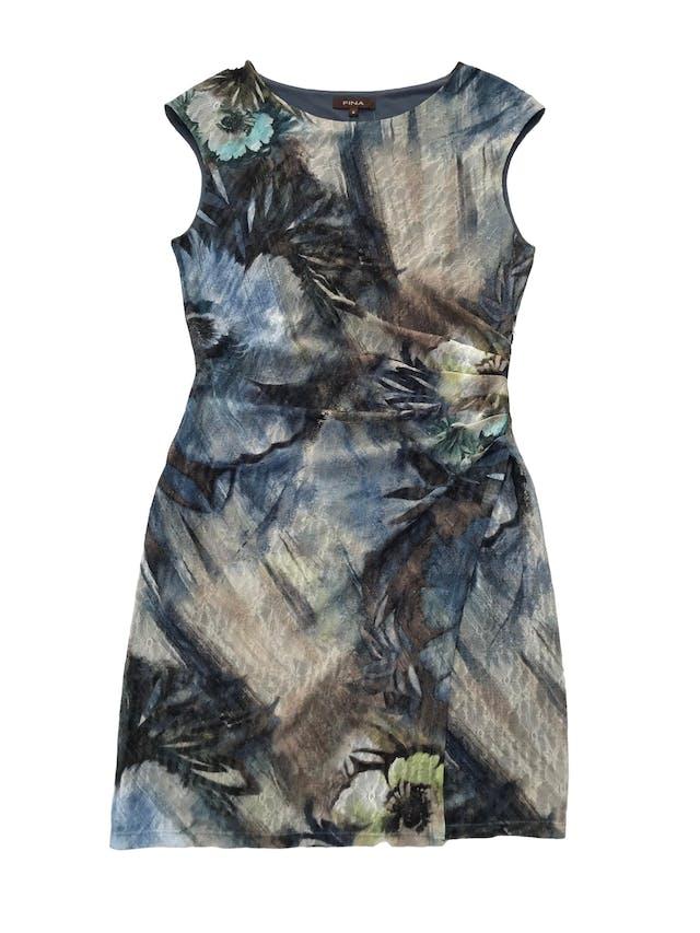 Vestido Fina de tul stretch con estampado de flores, drapeado lateral y forro. Busto 100 cm Largo 100 cm. Precio original S/. 290 foto 1
