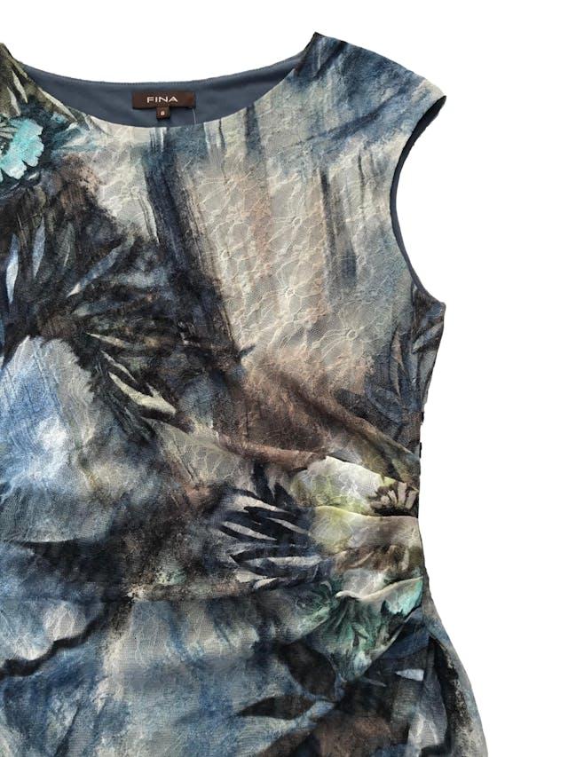 Vestido Fina de tul stretch con estampado de flores, drapeado lateral y forro. Busto 100 cm Largo 100 cm. Precio original S/. 290 foto 2