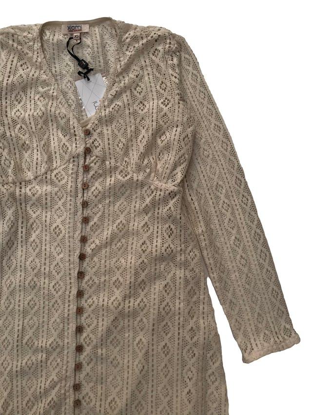 Vestido de encaje crema abotonado con forro de tiritas. Nuevo con etiqueta, precio original S/ 119.9. Medida debajo del busto 80cm Largo 100cm foto 2
