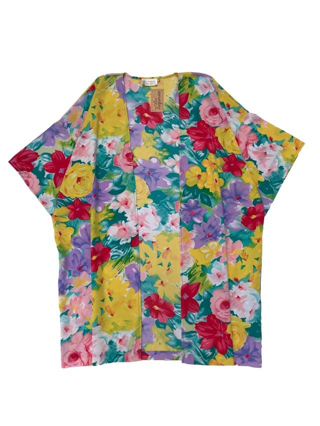 Capa kimono Victoria´s Secret de tela plana floreada, manga 3/4 y bolsillos laterales. One size. Largo 87cm. Precio original S/ 249 foto 1
