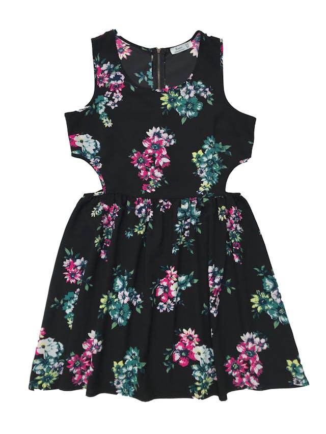 Vestido negro con print de flores, cierre en la espalda y aberturas laterales en la cintura, tela plana tipo gasa gruesa. Busto 98cm Largo 87cm foto 1