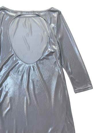 Vestido Zara plateado con escote en la espalda y forro, manga 3/4. Busto 90cm Largo 85cm foto 2