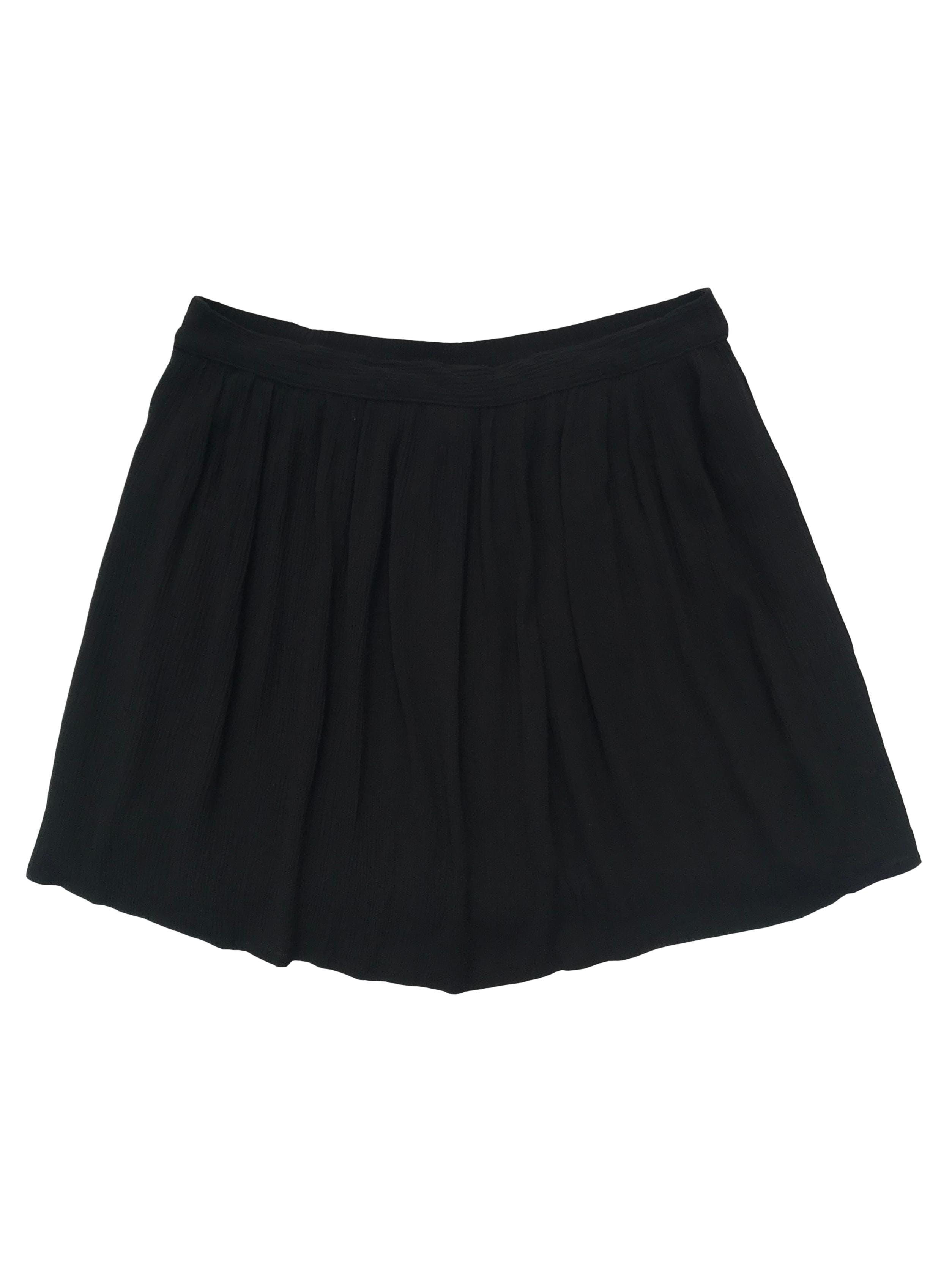Falda  Forever 21 tela fresca negra texturada, lleva forro y elástico posterior en la pretina. Cintura 78cm sin estirar Largo 40cm