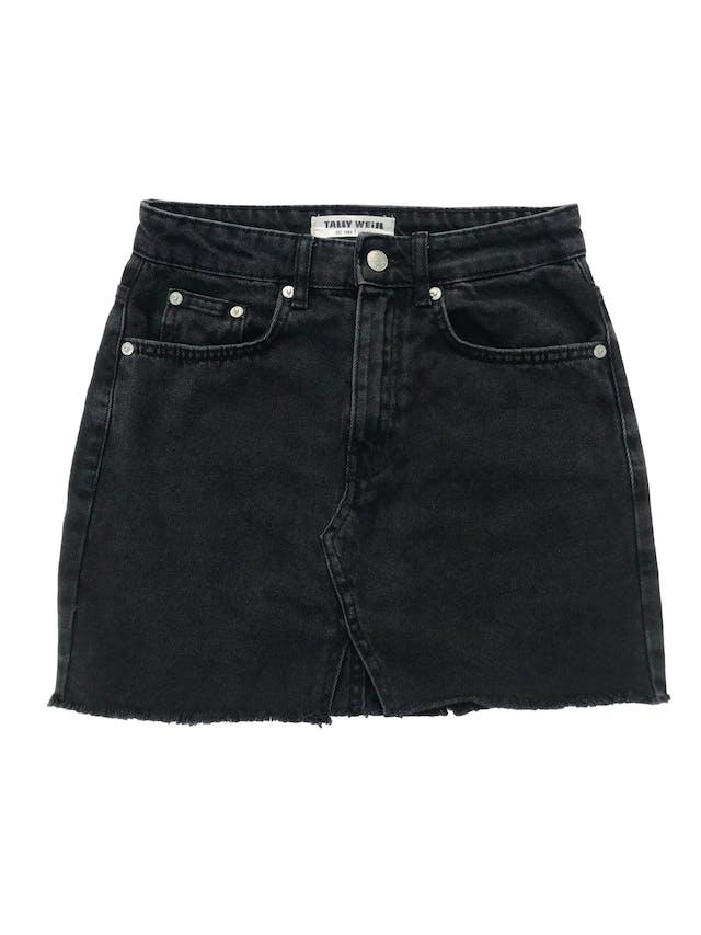 Falda Tally Weijl denim negra efecto lavado con flecos en la basta. Cintura 66cm Largo 39cm foto 1