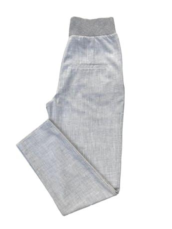 Pantalón formal Zara plomo, a la cintura, corte slim, con bolsillos laterales y pretina ancha. Cintura 70cm Largo 102cm. Precio original S/ 159 foto 2