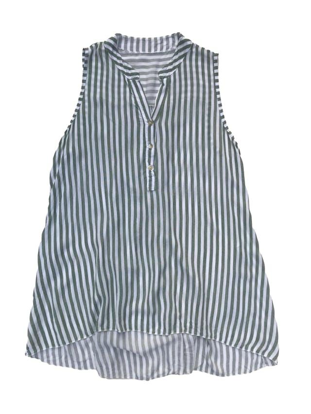 Blusa larga a rayas blancas y verdes, se ajusta con botón atrás, super fresca. Busto 110cm Largo 68 - 80cm foto 1