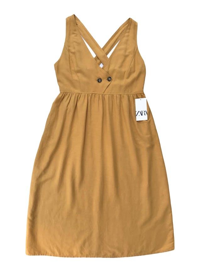 Vestido midi Zara amarillo de lino, viscosa y algodón, escote pico y bolsillos laterales. Busto 105cm Debajo del busto 87cm Largo desde sisa 95cm. Nuevo con etiqueta, precio original S/ 199 foto 1