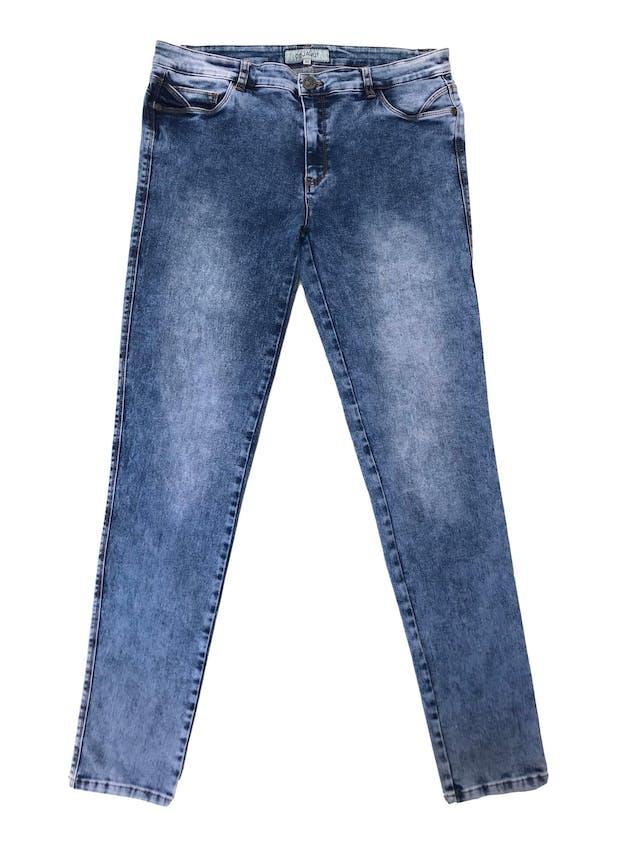 Pantalón jean stretch focalizado, con bolsilos laterales y traseros. Pretina 86cm foto 1