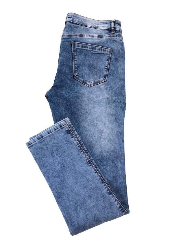 Pantalón jean stretch focalizado, con bolsilos laterales y traseros. Pretina 86cm foto 2