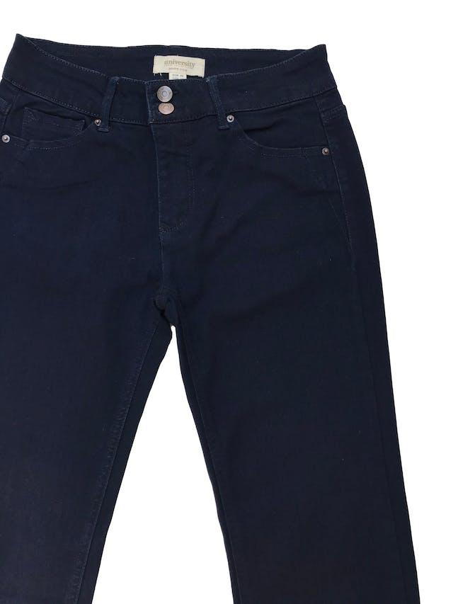 Pantalón jean University club azul oscuro ligeramente stretch, pierta recta. Nuevo. Cintura 76cm foto 2