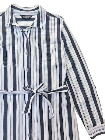 Vestido Dorothy Perkins camisero con cinto para amarrar, tela plana de viscosa y algodón. Busto 110cm Largo 88cm foto 2