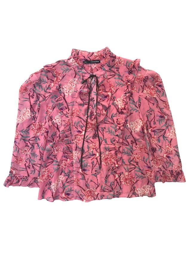 Blusa Sfera de gasa rosa con estampado de flores manga 3/4 con detalles de volantes. Busto 108cm Largo 58cm foto 1