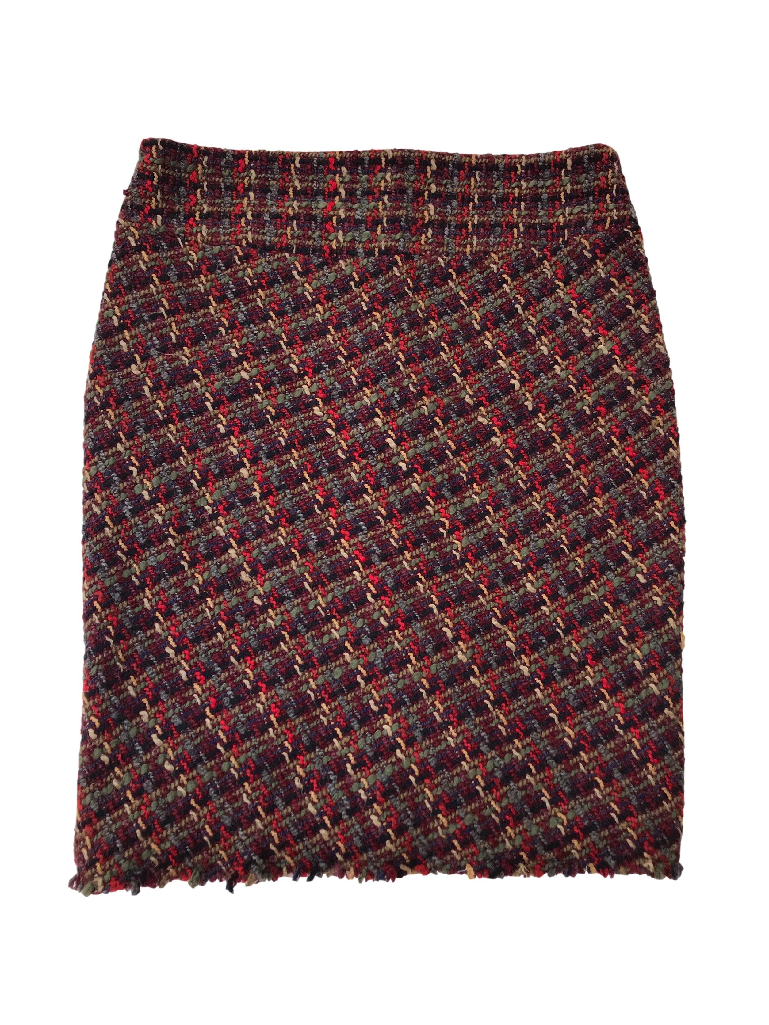 Falda Philosophy de tweed en tonos cálidos 70% lana, forrada, con cierre y abertura posterior en la basta. Cintura 86cm Largo 60cm. Tiene Blazer conjunto.