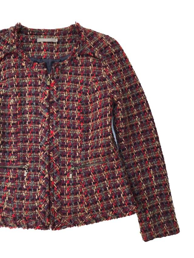 Saco Philosophy de twee en tonos cálidos 70% lana, forrado, con cierre a lo largo y en bolsillos. Busto 104cm Largo 58cm. Tiene falda conjunto foto 2