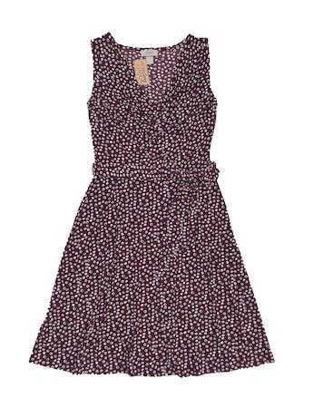 Vestido Loft de tela stretch guinda con print crema, cuello caído, falda en A y cinto para amarrar. Precio original S/ 260. Largo 95cm foto 1