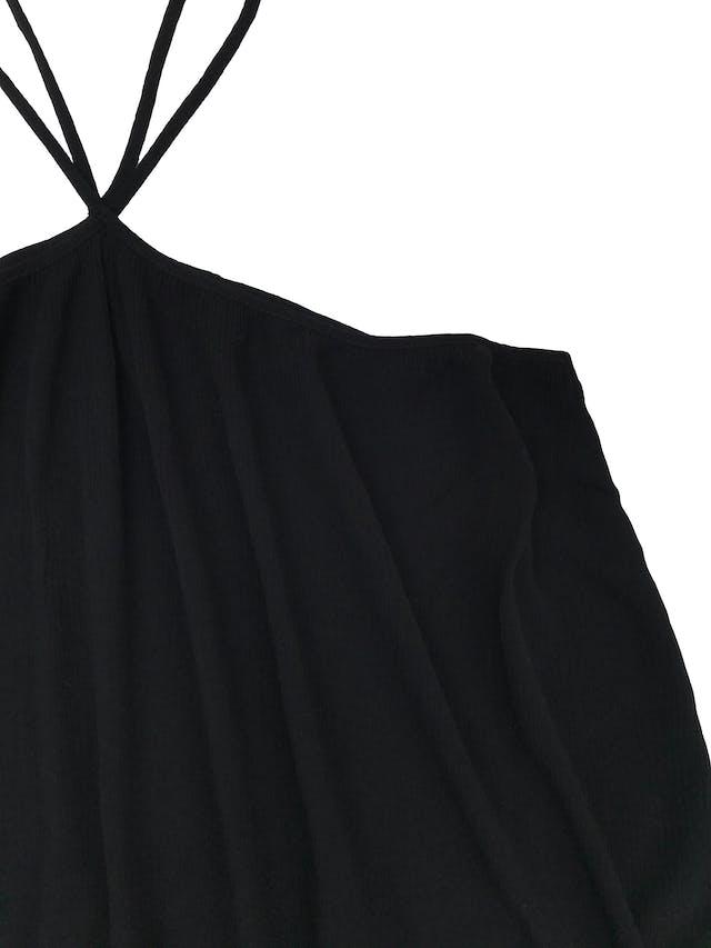 Blusa Zara de tela texturada cruzada en el cuello. Busto 100cm Largo desde sisa 40cm foto 2