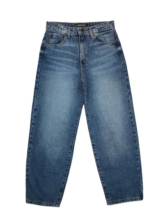 Pantalón jean Stradivarius a la cintura, corte recto , denim grueso 100% algodón.Cintura 72cm Largo 94cm foto 1