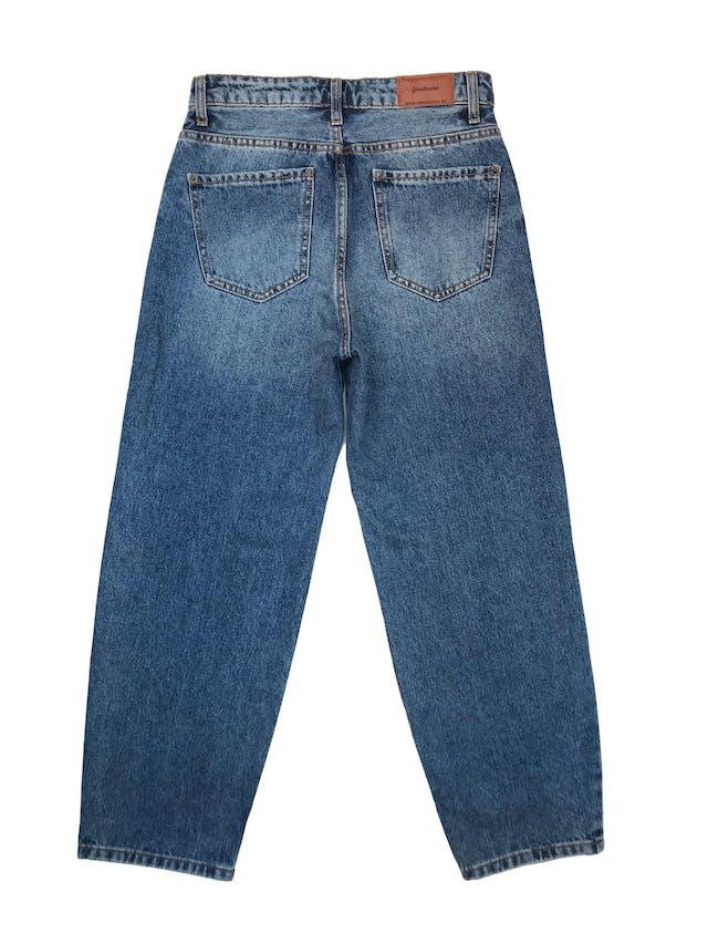 Pantalón jean Stradivarius a la cintura, corte recto , denim grueso 100% algodón.Cintura 72cm Largo 94cm foto 2