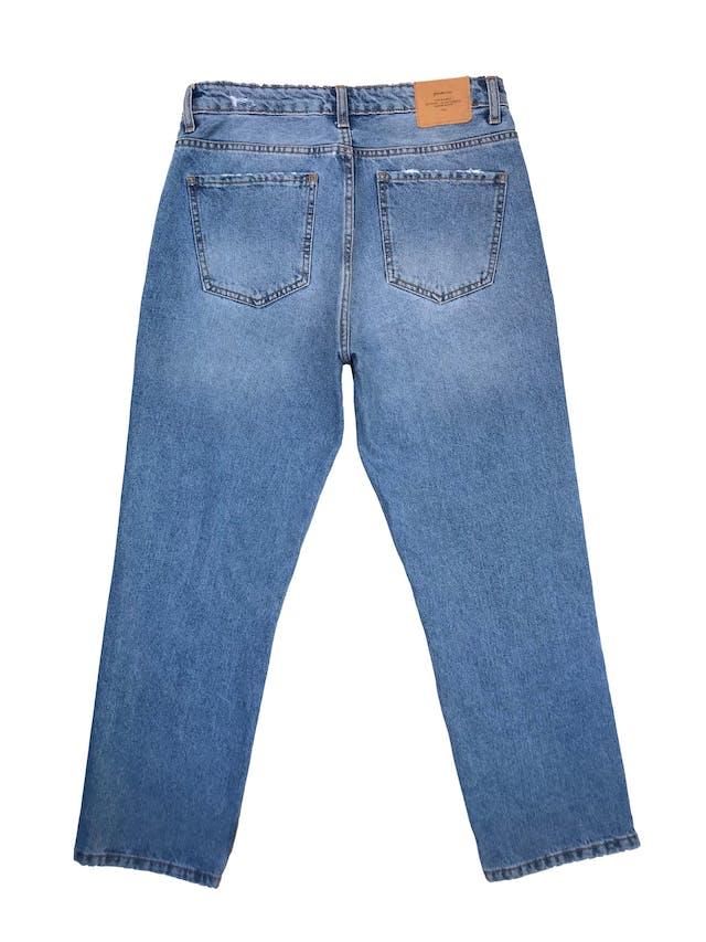 Pantalón jean Stradivarius a la cintura, corte recto con detalles rasgados, denim grueso 100% algodón.Cintura 72cm Largo 94cm foto 2