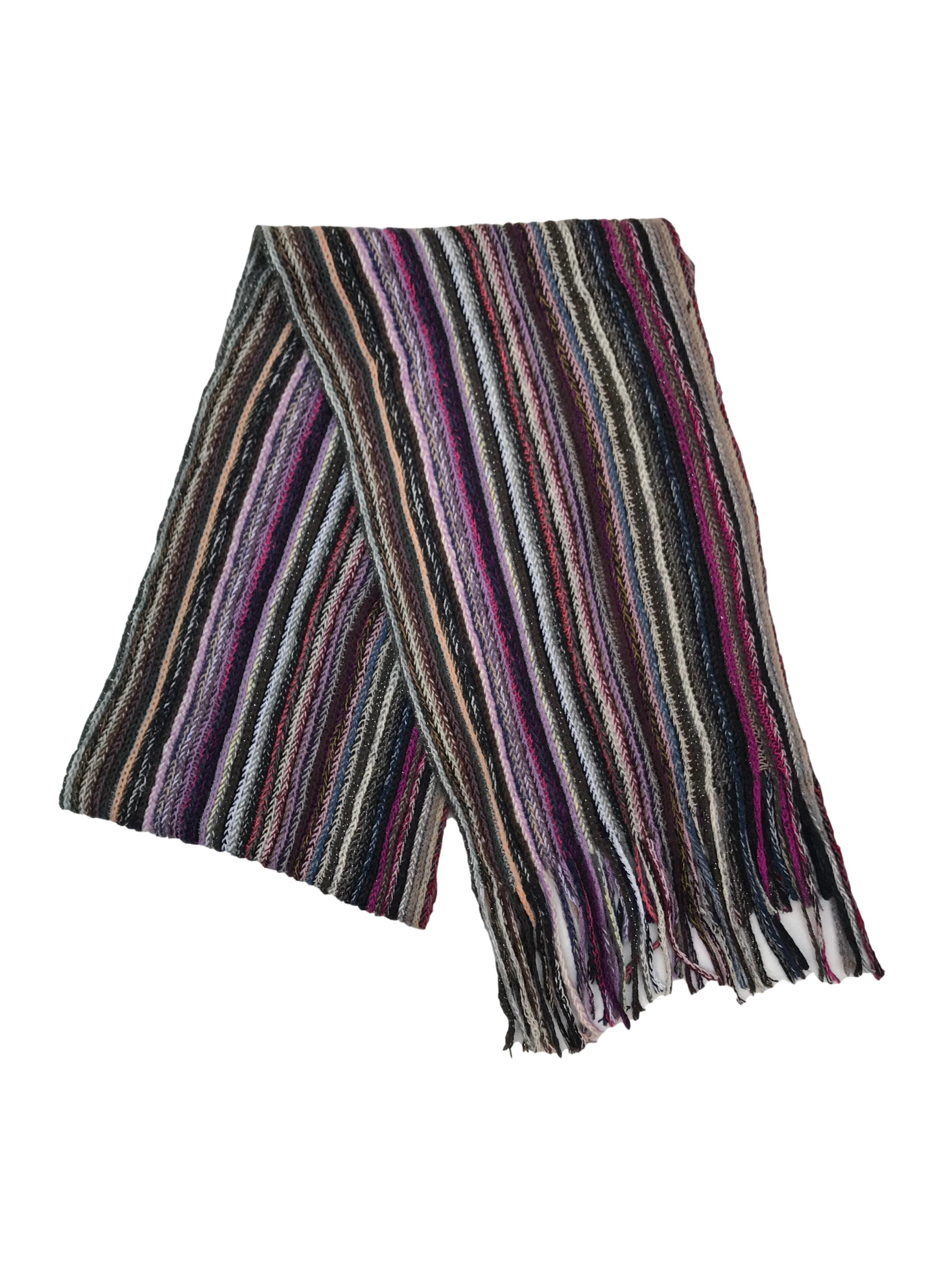 Chalina multicolor acanalada con flecos. Medidas 170x25cm