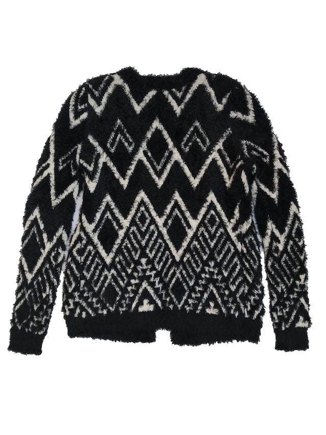 Cardigan Sybilla de tejido grueso con efecto pelo, diseño boho crema y negro, modelo abierto con bolsillos en la basta. Largo 65 cm. foto 2