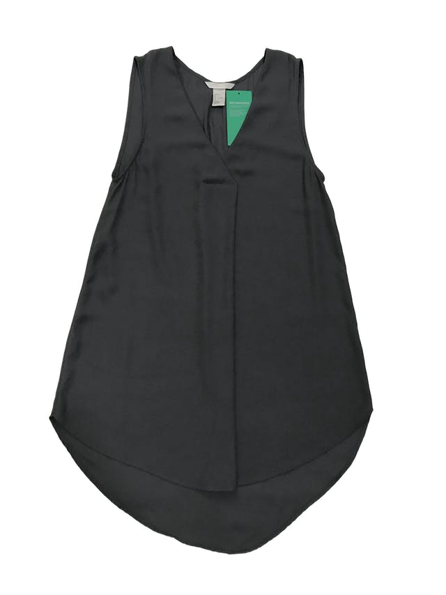 Blusa larga H&M de gasa gris, escote en V con pliegue. Nueva con etiqueta. Busto 84 cm Largo 70 - 78cm foto 1