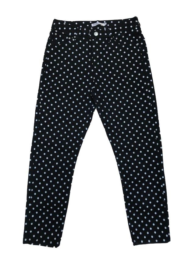 Pantalón Opposite a la cintura, corte mom jean negro con estampado de lunares blancos. Cintura 76 cm foto 1