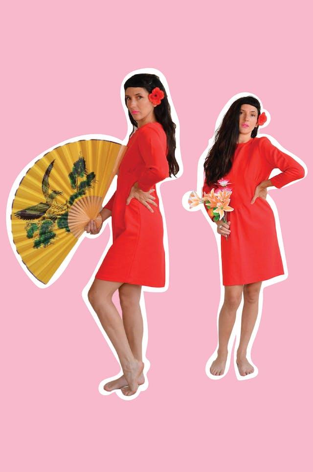 Vestido vintage rojo de tela de punto, lleva hombreras, pliegues en la cintura, cierre en la espalda y abertura posterior en la falda. ¡Arma lindo y no existe otro igual! Busto 98 cm Largo 90cm foto 1
