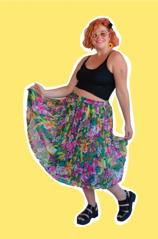 ¡HERMOSA! Falda midi vintage de gasa plisada con estampado de flores, forrada y con pretina elástica. Cintura 76 cm sin estirar Largo 70cm foto 1