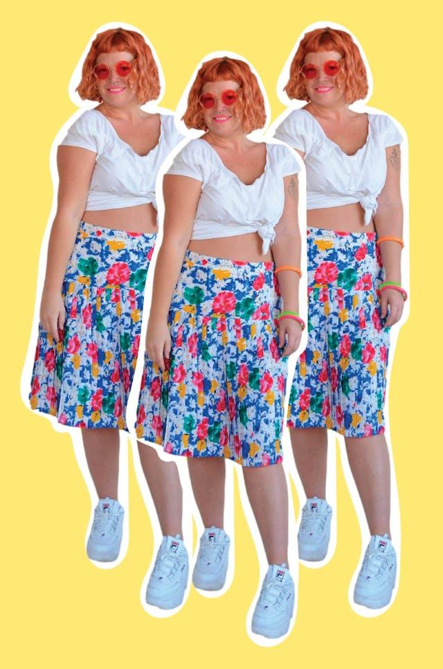 Falda vintage de tela plana blanca con estampado tipo acuarela ligeramente satinada, plisada desde la cadera, lleva cierre posterior. Cintura 86cm cm Largo 60cm foto 1