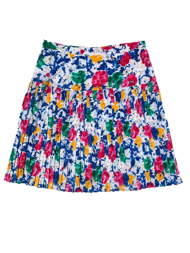 Falda vintage de tela plana blanca con estampado tipo acuarela ligeramente satinada, plisada desde la cadera, lleva cierre posterior. Cintura 86cm cm Largo 60cm foto 2