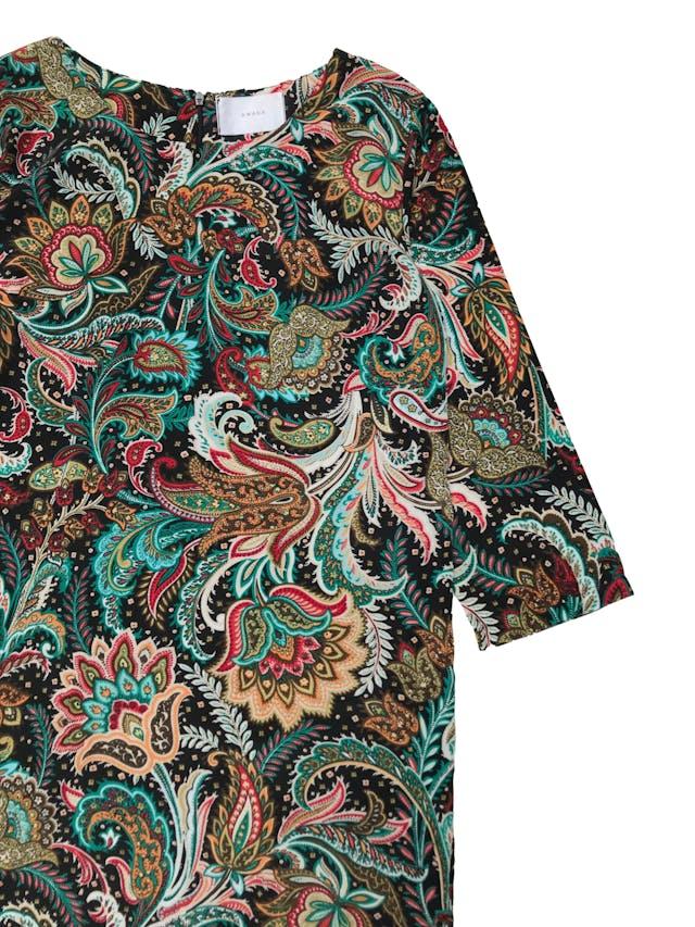 Vestido Marca argentina Awada corte recto de tela plana fluida y manga 3/4, negro con estampado paisley hermoso, lleva forro y cierre posterior. Busto: 96 cm Largo: 95 cm. Precio original S/ 350 foto 2