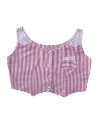 Blusa corta rescatada de dos blusas vintage. Tela a rayas con tela bordada en hombros, botones delanteros y bolsillo, tela tipo algodón camisa. Largo 41cm foto 2