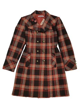Abrigo largo Michele Belau tipo tweed en tonos marrones y anaranjados, doble fila de botones metálicos, lleva forro y bolsillos laterales. Busto 102cm Largo 95cm. Precio original S/ 590 foto 1