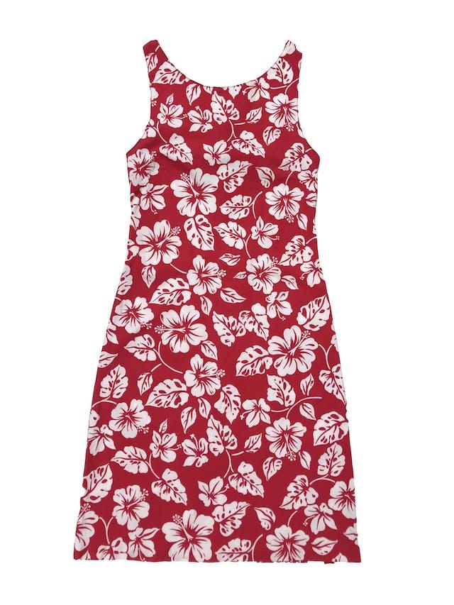 Vestido rojo ligeramente stretch con print tropical blanco, escote en la espalda con lazo, tela tipo algodón camisa con spandex. Largo 88cm foto 1