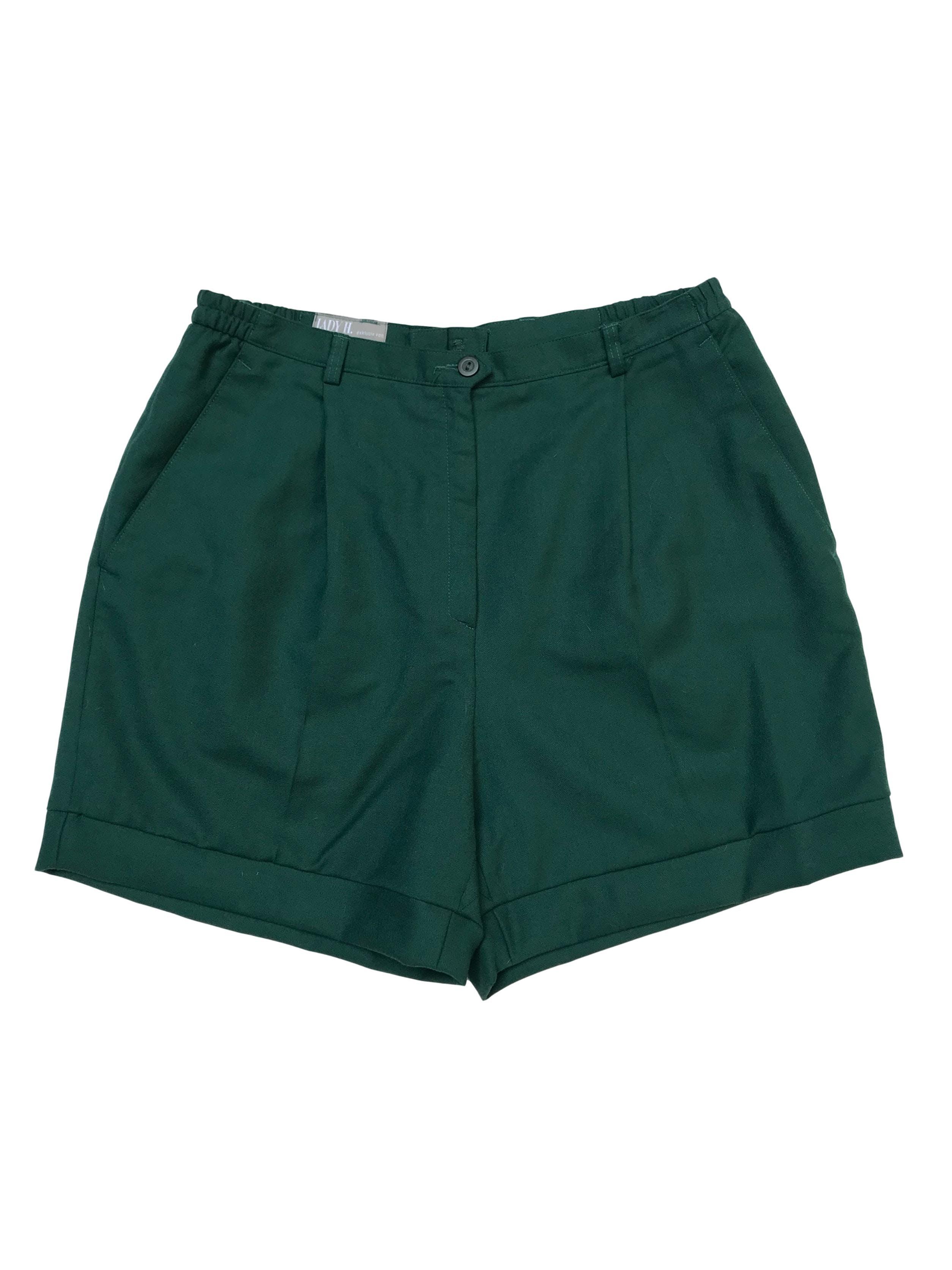 Short vintage a la cintura, de lana virgen verde, tiene pliegues delanteros y bolsillos laterales. Cintura 80cm Largo 42cm