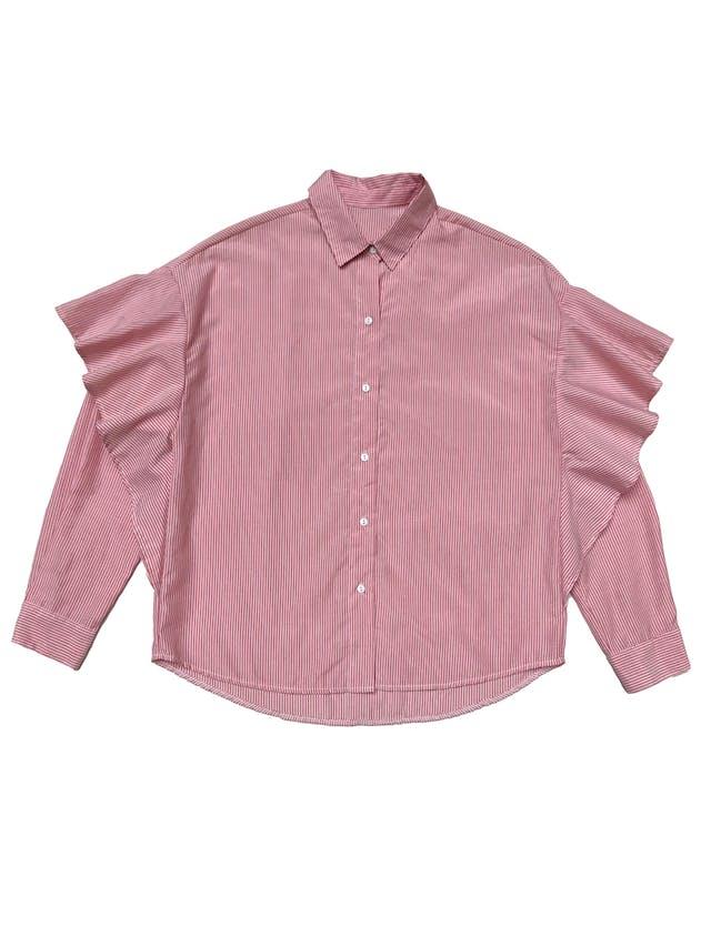 Blusa a rayas blanca y rojas, con volantes en las mangas.  foto 1