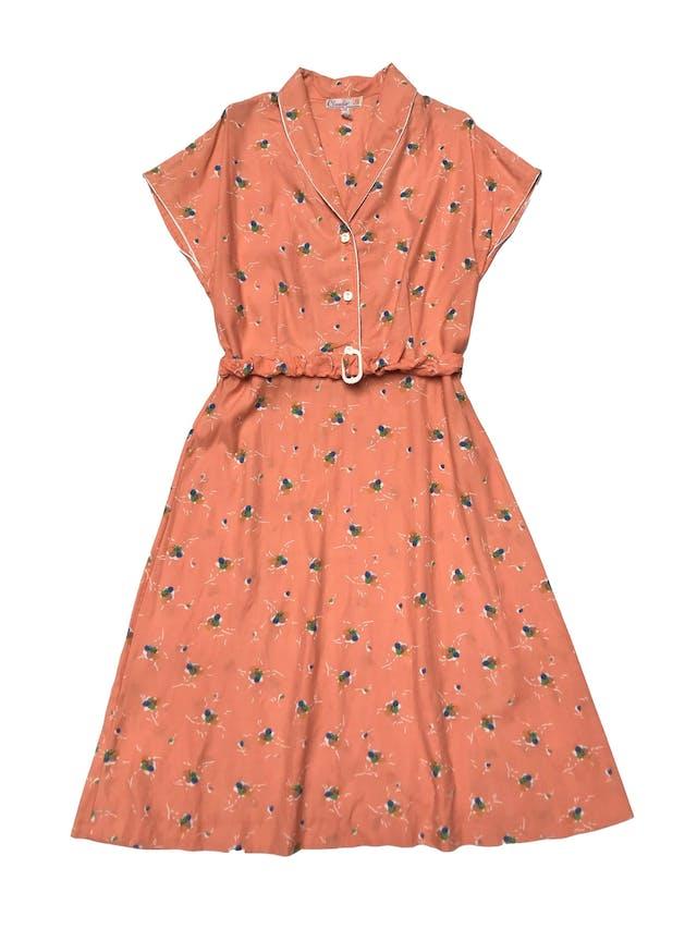 Vestido vintage 100% algodón con print de flores estilo acuarela, botones en el pecho, cierre lateral y con correa. Largo 105cm foto 2