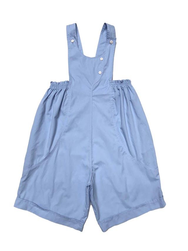 Oberol short celeste de tela tipo algodón camisa, con elástico y bolsillos laterales. Largo desde cintura 60cm.  foto 2