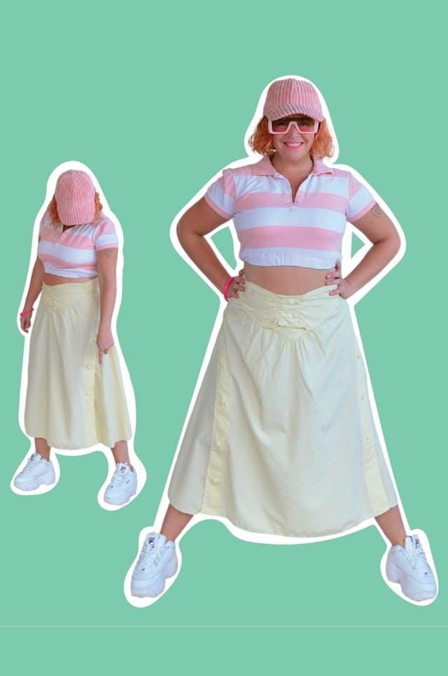 Falda vintage de tela tipo algodón camisa amarillo pastel, botones laterales a lo largo y cierre posterior. Cintura 76cm Largo 80cm foto 1