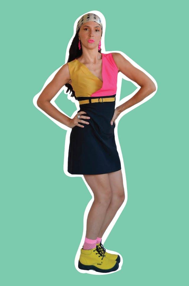 Vestido color block amarillo fucsia y negro, con cierre posterior. Busto 86cm Largo 82cm foto 1