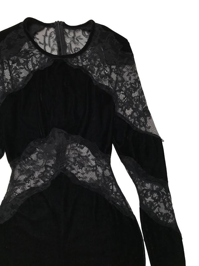 Vestido negro de encaje y plush, manga larga , con cierre posterior. Cintura 66cm Largo: 85 cm foto 2