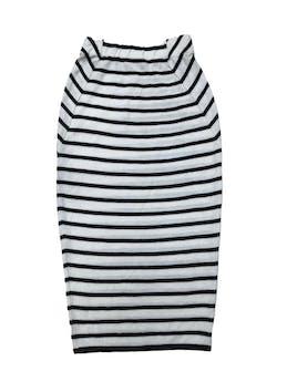 Falda midi de punto crema con líneas negras, elástico en la pretina, corte tubo. Largo 75 cm.  foto 1