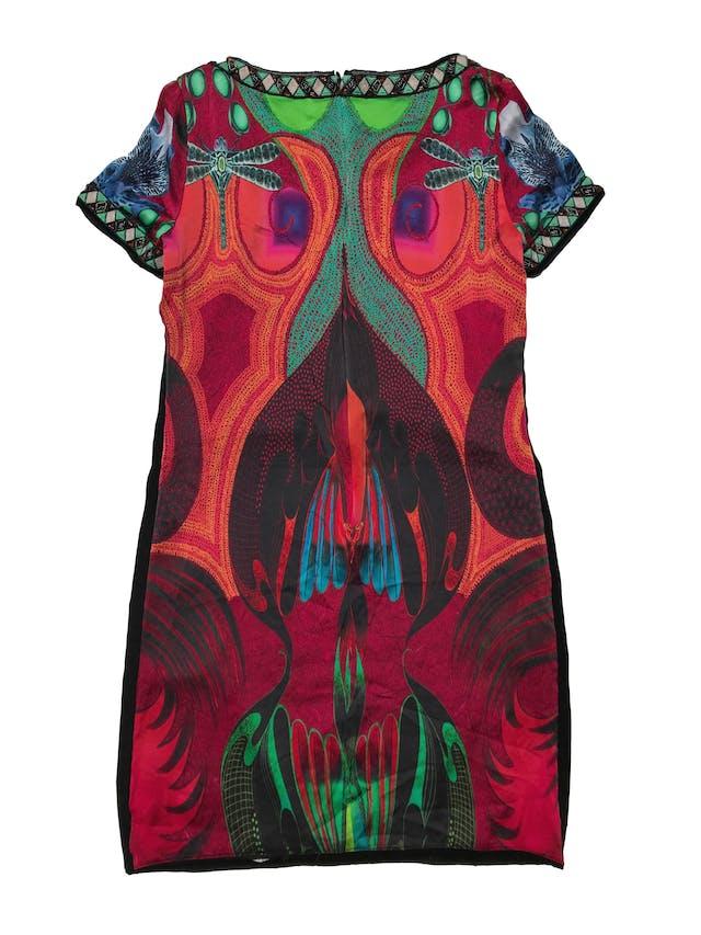 Vestido Custo Barcelona de seda y delantero de mostacillas, aplicaciones de pedrería en cuello y mangas, lleva forro y cierre posterior. Precio original S/700. Largo 90 cm foto 2