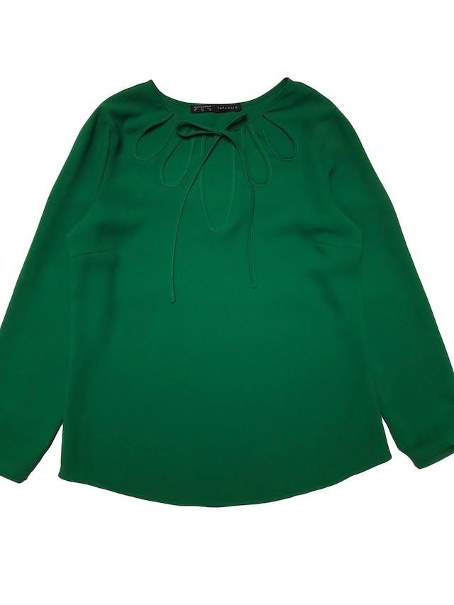 Blusa Zara tipo gasa gruesa verde, escote de gota con tira para amarrar. Precio original S/ 139. Busto 100 cm Largo 60cm foto 1